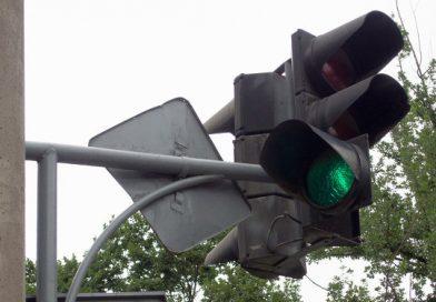Бишкекте 19 көчөнүн кесилишине жаңы үлгүдөгү светофорлор коюлду
