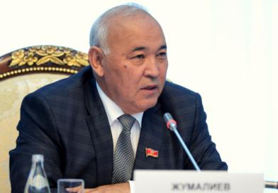 Коррупцияга шектелген Кубанычбек Жумалиев депутаттык мандатын тапшырды